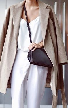 Minimal fashion: beige wool coat and white outfit. Style Work, Mode Style, Style Me, Street Style Outfits, Mode Outfits, Look Fashion, Winter Fashion, Womens Fashion, Fashion Trends