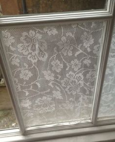 DIY lace window privacy screening--lace and cornstarch paste. Diy Lace Privacy Window, Window Coverings, Window Treatments, Window Panes, Window Shutters, Window Film, Traditional Curtains, Bathroom Windows, Old Windows