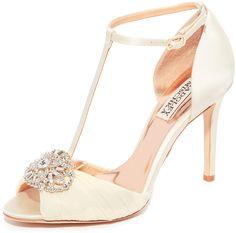 Badgley Mischka Darling T-Strap Sandals, Sandalen, Schuhe, shoes, Wedding Dresses Hochzeitskleider Schuhe Atemberaubende Kleider für Deine Hochzeit. Amazing wedding dresses. Be a beautyful bride.