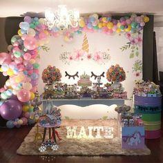 mesa com tema festa de unicórnio, festa de unicorno para 1 ano