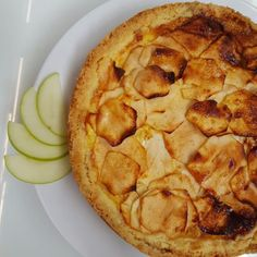 Torta haragana de manzanas - Cocineros Argentinos Apple Pie, Hummus, Ethnic Recipes, Sweet, Desserts, Food, Instagram, Apple Desserts, Torte Recipe