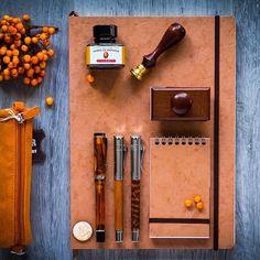 Kolorowe Atelier – tycjan: https://zegarkiipiora.com/2016/11/03/kolorowe-atelier-tycjan/ #zegarkiipióra #zegarkiipiora #pióro #pióra #pen #fountain #review #test #grafvonfabercastell #snakewood #herbin #kompozycja #composition #kolorowe #atelier #colour #tycjan #barwy #barwa #conklin #duragraph #orange #brown #pomarancz #brązowy