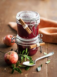 Rommilla maustettu omena-puolukkahillo, Apple & Lingonberry Jam with Rum - Ruoka. Fall Recipes, Sweet Recipes, My Jam, Non Alcoholic Drinks, Dairy Free Recipes, Food Gifts, Moscow Mule Mugs, Food Photo, Bon Appetit