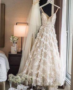 ღ sαℓσмé ∂єsєrτ ღ Whimsical Wedding Dresses, Wedding Dresses Berta, Beautiful Wedding Dress, Hanging Wedding Dress, Whimsical Dress, Diy Wedding Dress, Handmade Wedding Dresses, Backless Wedding, Pretty Wedding Dresses