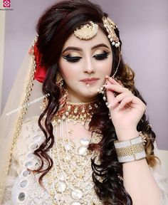 Ideas for pakistani bridal makeup nose rings Pakistani Bridal Hairstyles, Pakistani Bridal Makeup, Indian Wedding Makeup, Pakistani Wedding Outfits, Bridal Outfits, Pakistani Dresses, Indian Outfits, Bridal Makeup Images, Beautiful Bridal Makeup