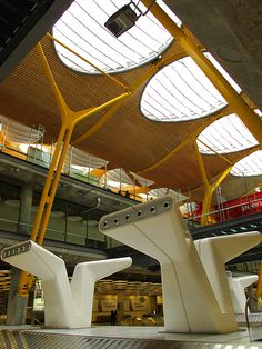 Madrid airport- Richard Rogers & Lamela Arquitectos. Photo by G Erostarbe