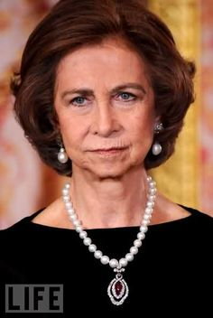 Queen Sofia Photos - Queen Sofia of Spain attends a Dinner honouring Hungarian President Laslo Solyom at the Royal Palace on November 2009 in Madrid, Spain. - Spanish Royals Host Dinner in Honour of Hungarian President Queen Sophia, Princess Sophia, Prince And Princess, Greek Royalty, Spanish Royalty, Spanish Queen, Spanish Royal Family, Bourbon, Isabel Ii