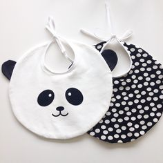Baby Sewing Projects, Sewing For Kids, Diy For Kids, Sewing Crafts, Diy Bebe, Bib Pattern, Baby Crafts, Baby Decor, Baby Bibs