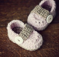 Ravelry: Baby Loafers pattern by Mon Petit Violon.