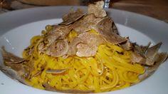 Tajarin con il tartufo bianco, tajarin with white truffle, from Asti, Italy.