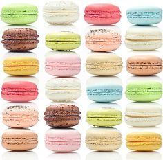 Theurel & Thomas is the first store in Mexico that specializes in macarons, emphasizing the elegance and detail of its delicate confection Macarons, Macaroons Flavors, Macaron Cookies, Just Desserts, Delicious Desserts, Yummy Food, Cupcake Pictures, French Macaroons, Something Sweet