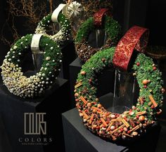 Christmas is one of the best periods for a florist to show his or her skills. With so many outlets in super-markets and DIY-stores who are selling christmas arrangements . the florist only change t… Christmas Flowers, Christmas Time, Christmas Crafts, Christmas Decorations, Holiday Decor, Christmas Floral Designs, Christmas Tables, Reindeer Christmas, Nordic Christmas