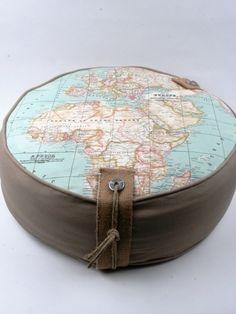 Poef met wereldkaart van thuis met Moon via http://nl.dawanda.com/