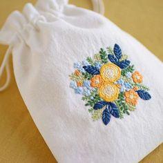 * . Yellow rose pouch . . #刺繍#手刺繍#ステッチ#手芸#embroidery#handembroidery#stitching#needlework#자수#broderie#bordado#вишивка#stickerei