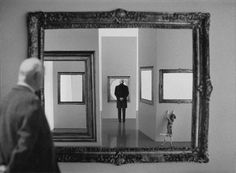 Au musée - At the museum by gilbert garcin Photomontage, Conceptual Photography, Art Photography, Surrealism Photography, Gilbert Garcin, Photo Images, Photo D Art, Magritte, Great Photographers