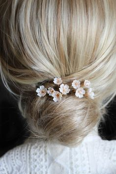 WHISPER hair pins_ombre gold 2 Take a look at som Bobby Pin Hairstyles, Loose Hairstyles, Headband Hairstyles, Headpiece Wedding, Bridal Hair, Wedding Veils, Wedding Hair Pins, Bridal Headpieces, Hair Scarf Styles