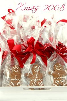 gingerbread people Christmas Carol, Christmas Time, Holiday, Christmas Ideas, Cooking Cookies, Gingerbread Man Cookies, Christmas Cooking, Sweet Tooth, December