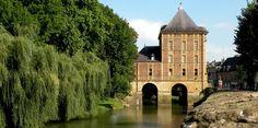 Le musée Rimbaud de Charleville-Mézières - Charleville-Mézières est la capitale mondiale de la marionnette. Le festival mondial de la marionnette animé par des marionnettistes venus du monde entier a lieu dans cette ville tous les 2 ans en septembre.