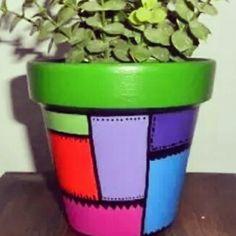 macetas pintadas y decoradas Paint Garden Pots, Painted Plant Pots, Painted Flower Pots, Clay Pot Projects, Clay Pot Crafts, Garden Projects, Flower Pot People, Pottery Pots, Decorated Flower Pots