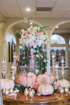 "pink pumpkins It's been almost a year since my best friend's gorgeous wedding and I can't help but share pictures of the big day! Everything about it was absolutely perfect; putting ""fai Deco Floral, Arte Floral, Baby Shower Fall, Girl Shower, Baby Shower Decorations, Wedding Decorations, Lila Baby, Adornos Halloween, Pink Halloween"