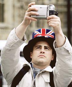 Joey in London - Joey Tribbiani - Friends - Matt LeBlanc Serie Friends, Friends Cast, Friends Moments, Friends Show, Friends Forever, Ross Friends, Baby Friends, Friends Season, Ross Geller