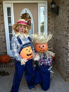 Lots of inspiration, diy & makeup tutorials and all accessories you need to create your own DIY Scarecrow Costume for Halloween. Easy Halloween Makeup, Halloween Costume Homemade, Halloween Costumes Scarecrow, Couples Halloween, Mom Costumes, Pumpkin Costume, Halloween Costume Contest, Family Costumes, Maternity Halloween