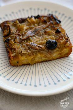 Pudding de pain version pissaladière (anti-gaspi) – Une aiguille dans l'potage French Toast, Pie, Breakfast, Desserts, Puddings, Food, Salty Tart, Pudding Recipe, Food Waste