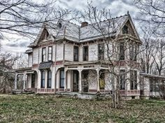 creepy old estates, mansions, haunted houses, abandoned.