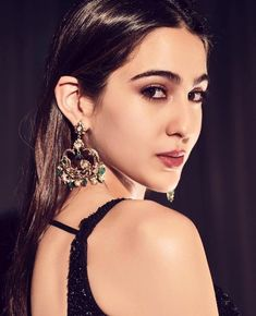 Sara Ali Khan is an Indian Actress in Bollywood Film Industry. She has made her Debut from Kedarnath Movie. For More Information about Sara Ali Khan, You can check our website. Beautiful Bollywood Actress, Beautiful Indian Actress, Best Online Colleges, Bollywood Images, Bollywood Stars, Sara Ali Khan, Amrita Singh, Uncut Diamond, Indian Celebrities