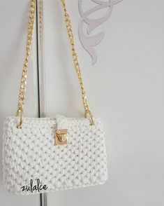 Let's take a look at different model bags today. The health of their hands is enormous in bags. Diy Crochet Purse, Diy Crafts Crochet, Crochet Purse Patterns, Handbag Patterns, Crochet Handbags, Crochet Purses, Crochet Bags, Easy Crochet, Ravelry Crochet