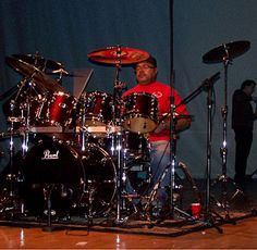 Pearl Drums with nice splashes of red in this photo pinned via Tony Ross. Pearl Drums, Drum Music, Jazz Funk, Drum Kits, Jimi Hendrix, Percussion, Music Stuff, Music Is Life, Good Music
