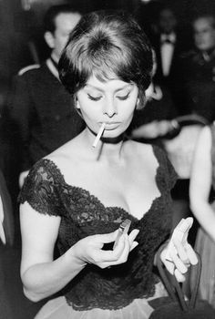 As the legendary Italian actress Sophia Loren turns we celebrate her best quotes and most gorgeously stylish snaps of all time. Sophia's total belief in the power of self-confidence is a serious inspiration. Carlo Ponti, Hollywood Stars, Classic Hollywood, Old Hollywood, Hollywood Cinema, Hollywood Icons, People Smoking, Women Smoking, Divas