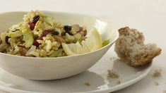 Turn microwave brown rice into a hearty salad by adding almonds, raisins, grapes, celery, and curry powder. Fiber Rich Fruits, Rice Salad Recipes, Cheesy Mashed Potatoes, Curry Rice, Raw Vegetables, Curry Powder, Brown Rice, Almonds, Main Meals