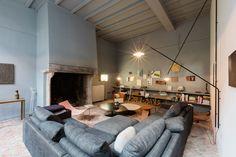Im Herzen des historischen Zentrums von Antwerpen liegt Valerie Traan – ein facettenreicher Ort, der gleichsam öffentlich wie privat ist. Ein Zuhause für die Kuratorin Veerle Wenes und eine Galerie für Künstler, Designer und Architekten.