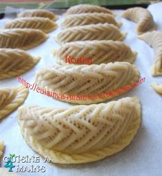 Arabic Dessert, Arabic Sweets, Arabic Food, Algerian Recipes, Bread Art, Kinds Of Cookies, Everyday Food, Food Hacks, Biscuits
