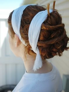 This is a good example of the hair wraps adorning many Roman hair styles. Though the original ones are more likely to be made of finer fabrics and ribbons. -- hmm I never knew they did this type of stuff with ribbons and such. Roman Hairstyles, Fancy Hairstyles, Scarf Hairstyles, Vintage Hairstyles, Girl Hairstyles, Greek Goddess Hairstyles, Coiffure Hair, Historical Hairstyles, Curly Hair Styles