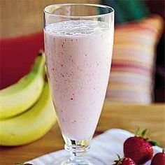 Banana-Berry Smoothie by Southern Living. This Banana Berry Smoothie recipe could not be easier. Add honey to taste based on the sweetness of your fruit. Fruit Smoothies, Berry Smoothie Recipe, Strawberry Banana Smoothie, Breakfast Smoothies, Smoothie Diet, Healthy Smoothies, Healthy Drinks, Smoothie Recipes, Healthy Snacks