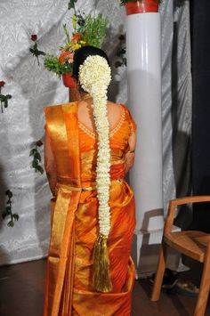 Mangalore Mallige Jade South Indian Wedding Hairstyles, Indian Hairstyles, Bride Hairstyles, Banarsi Saree, Kanchipuram Saree, Malayali Bride, Bridal Hair Flowers, Hair Decorations, Bridal Makeup