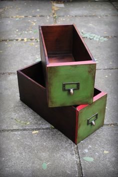 Painted drawers - Annie Sloan Chalk Paint Antibes Green mixed with Graphite, Emperor's Silk - soft and dark wax