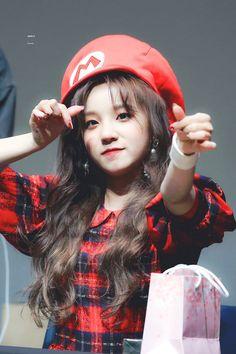 Kpop Girl Groups, Korean Girl Groups, Kpop Girls, Beijing, Mamamoo Moonbyul, K Pop Star, Red Velvet Irene, Cube Entertainment, Soyeon