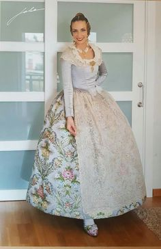 Vintage Outfits, Vintage Fashion, Historical Clothing, Fasion, Spain, Culture, Gowns, Costumes, Formal