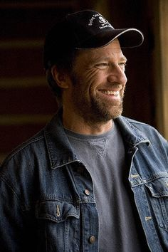 Mike Rowe extremely dashing with a beard Beautiful Men, Beautiful People, Mike Rowe, Handsome Bearded Men, Deadliest Catch, Like Mike, Book People, Funny Love, Celebs