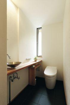 Japanese Modern, Japanese House, Modern Toilet, Natural Interior, Toilet Design, Washroom, Bathroom Interior, Home Interior Design, Small Bathroom