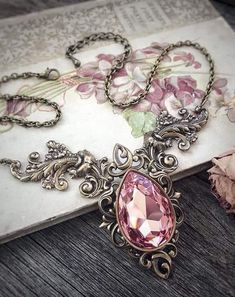50 Gorgeous Pink Rose Necklace For Every Situation Cute Jewelry, Jewelry Box, Jewelery, Jewelry Accessories, Vintage Jewelry, Jewelry Design, Victorian Jewelry, Magical Jewelry, Rose Necklace