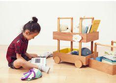Koloro Wagon es una serie de cajones de almacenamiento para niños diseñados por Torafu Architects para Ichiro.
