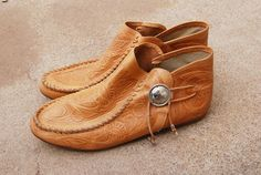 vintage 80s Tooled Leather Moccasins  1980s Ethnic by jessamity, $72.00