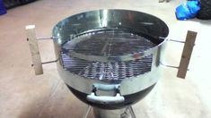 If you want to get more from your BBQ, why not turn it into a pizza oven? While there are commercial add-ons that do this, you can make your own version for much less money. Oven Diy, Diy Pizza Oven, Diy Grill, Pizza Oven Outdoor, Barbecue Grill, Outdoor Cooking, Pizza Ovens, Outdoor Kitchens, Pizza Kit