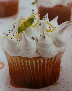 Cupcakes de limón y semillas de amapola rellenos