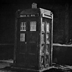 Original Doctor Who, Tardis Art, Blake Lively Style, Sci Fi Series, Police Box, Good Doctor, Blue Box, Time Lords, Dr Who