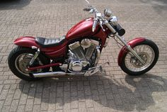 Offered in Catawiki's Classic Motorcycle Auction: Suzuki VS 1400 Intruder Custom - Truly in as new condition! Chopper Motorcycle, Scrambler Motorcycle, Motorcycle Style, Motorcycle Girls, Motorcycle Garage, Bobber Bikes, Classic Motorcycle, Harley Davidson Street Glide, Harley Davidson Dyna